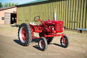 farmallantique tractor, Farmall