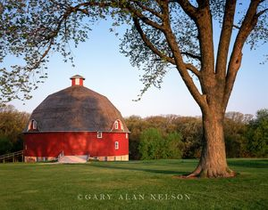 Johnson-Sauk Trail State Park, Illinois, barn, round barn