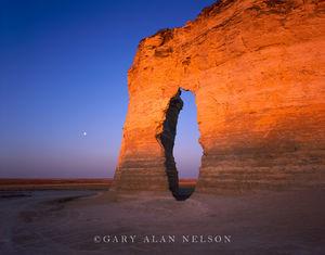 Monument Rocks National Monument, Kansas, full moon, keyhole arch