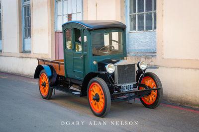 1916 Rainier Model R-11 3/4 ton truck