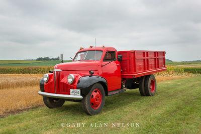 1947 Studebaker M-16 1.5 ton Grain Truck