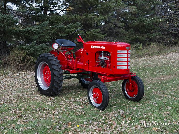 antique tractors,earthmaster,vintage tractors, photo