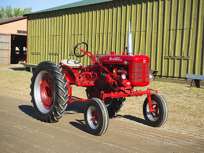 farmallantique tractor, Farmall, photo