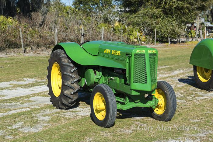 antique tracter, vintage tractor, john deere, photo