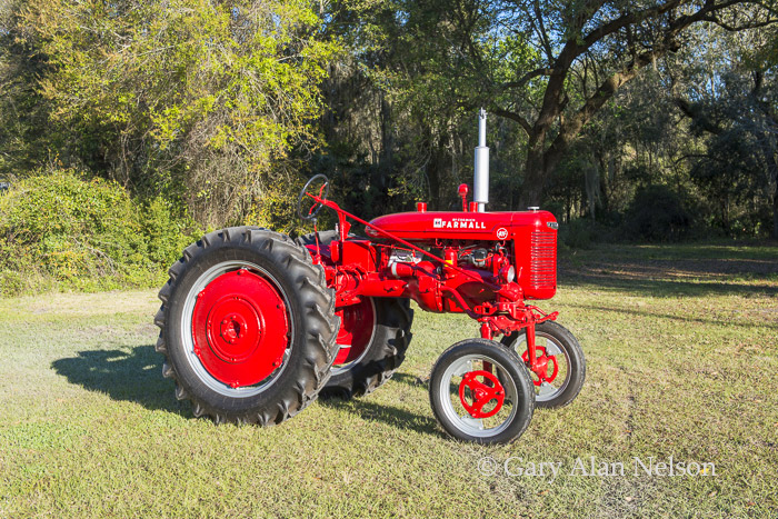 antique tractor, Farmall, photo