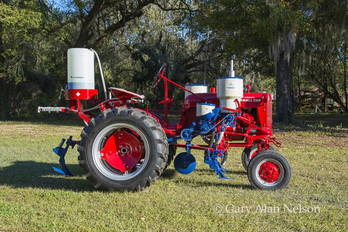 antique tractor, Farmall, photo