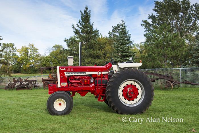 Farmall, antique tractor, photo