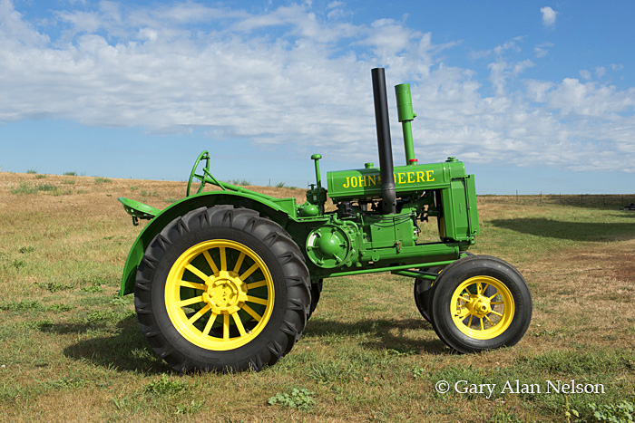 antique tractor,john deere, general purpose, GP, photo