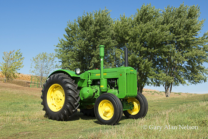 antique tractor,john deere, model D styled, 1949, photo