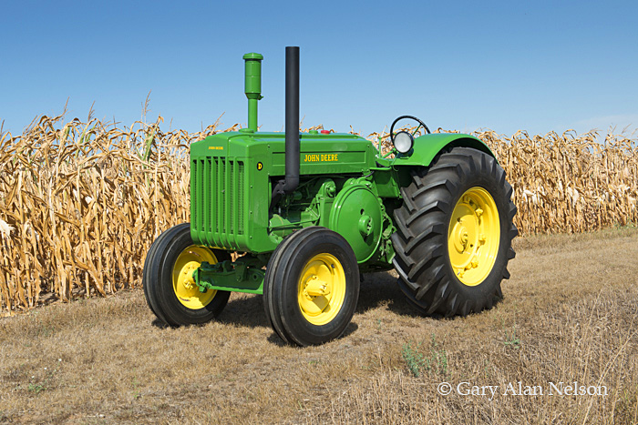 antique tractor,john deere, model D styled, 1949 John Deere, photo