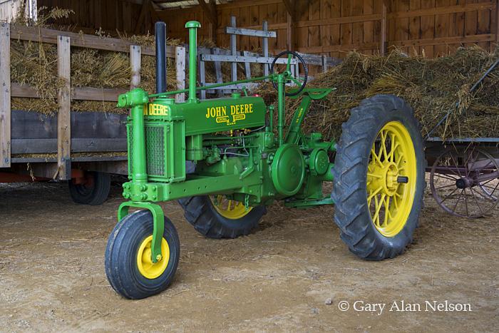 antique tractor, john deere, vintage tractor, photo