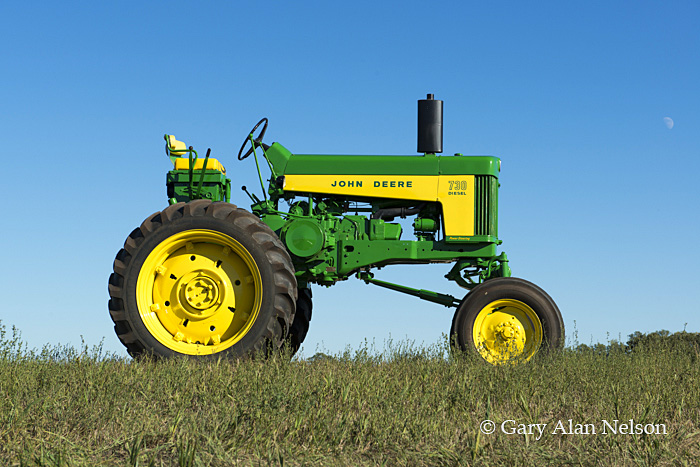 antique tractor,john deere, john deere 730 High Crop, photo