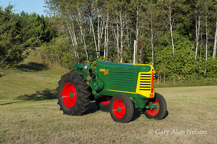 antique tractors,oliver, 66 standard, photo