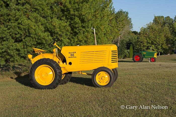 antique tractors,oliver, 66 industrial, 66 standard, photo
