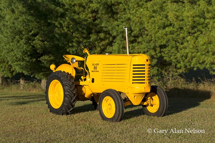 antique tractors,oliver, 66 industrial, photo