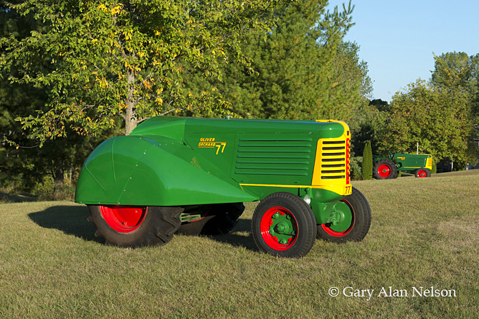antique tractors,oliver, 66 standard, 77 orchard, photo