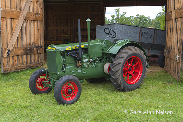 Massey-Harris,antique tractor,tractor,vintage tractor, photo