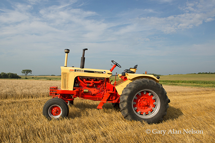 Case,antique tractor, 1030 comfort king, photo