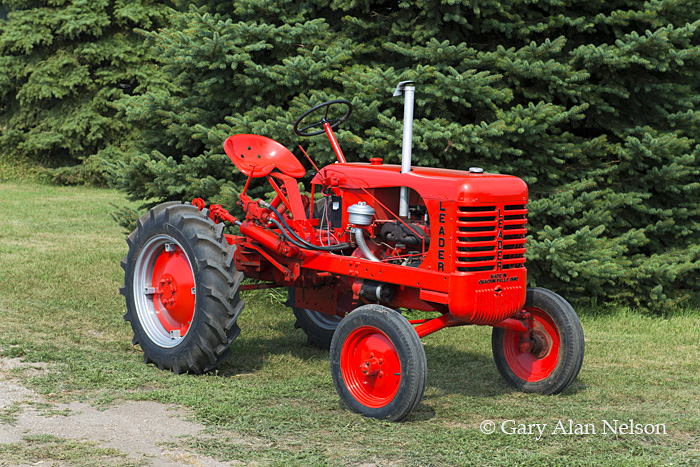 Leader,antique tractor, photo