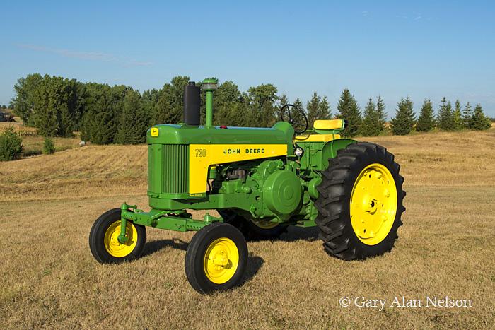 antique tractor,john deere, 730, photo