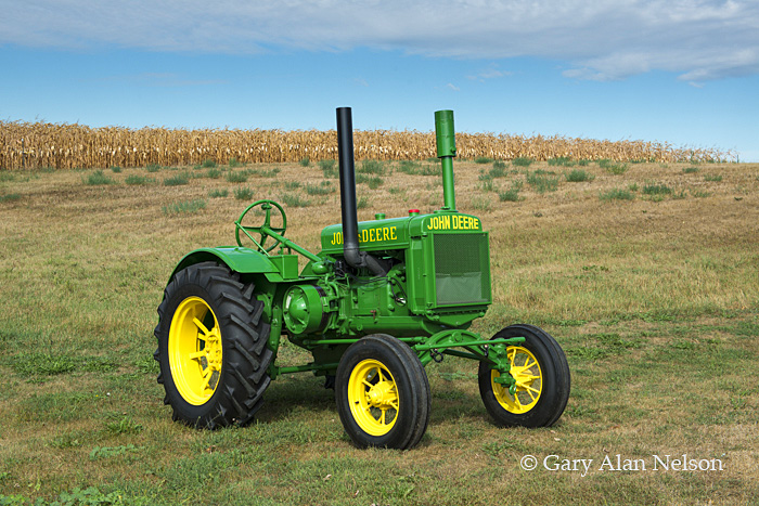 antique tractor,john deere, general purpose, GP, photo