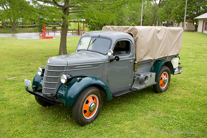 1940 International D-15,antique truck, vintage truck, international , photo