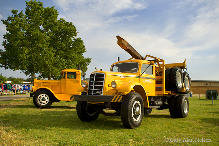1948 Mack EQX, 1932 Pierce Arrow, photo