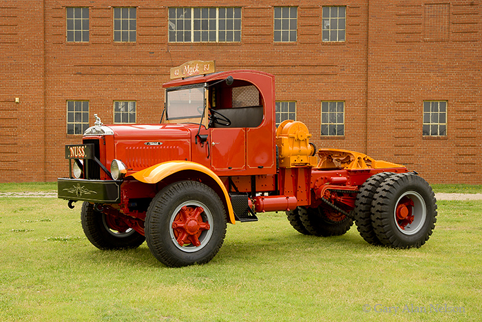 1942 Mack FJ, photo