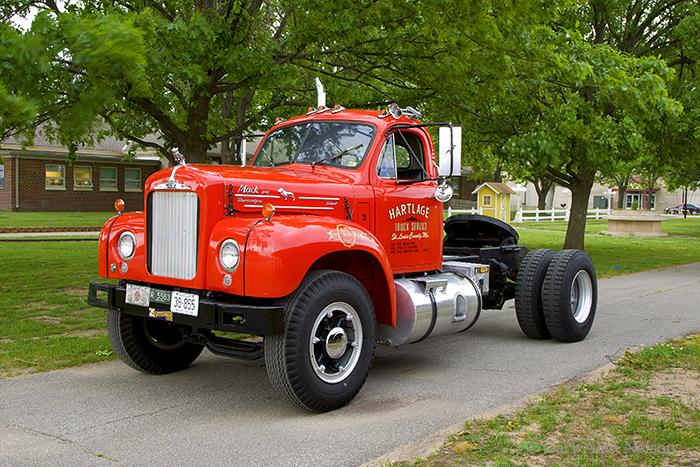 1985 mack r tractor white besides Watch additionally ZHVtcCB0cnVjaw further Scott lapachinsky furthermore Dhj1y2stcghvdg9zkm5ldcpzmyphbwf6b25hd3mqy29tfdq5ocpqcgc dhj1y2stcghvdg9zkm5ldhxwawn0dxjlfg51bwjlcjq5ocphc3a. on mack dump truck trailer