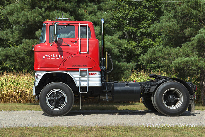 Ford,antique truck, Ford H 950, photo
