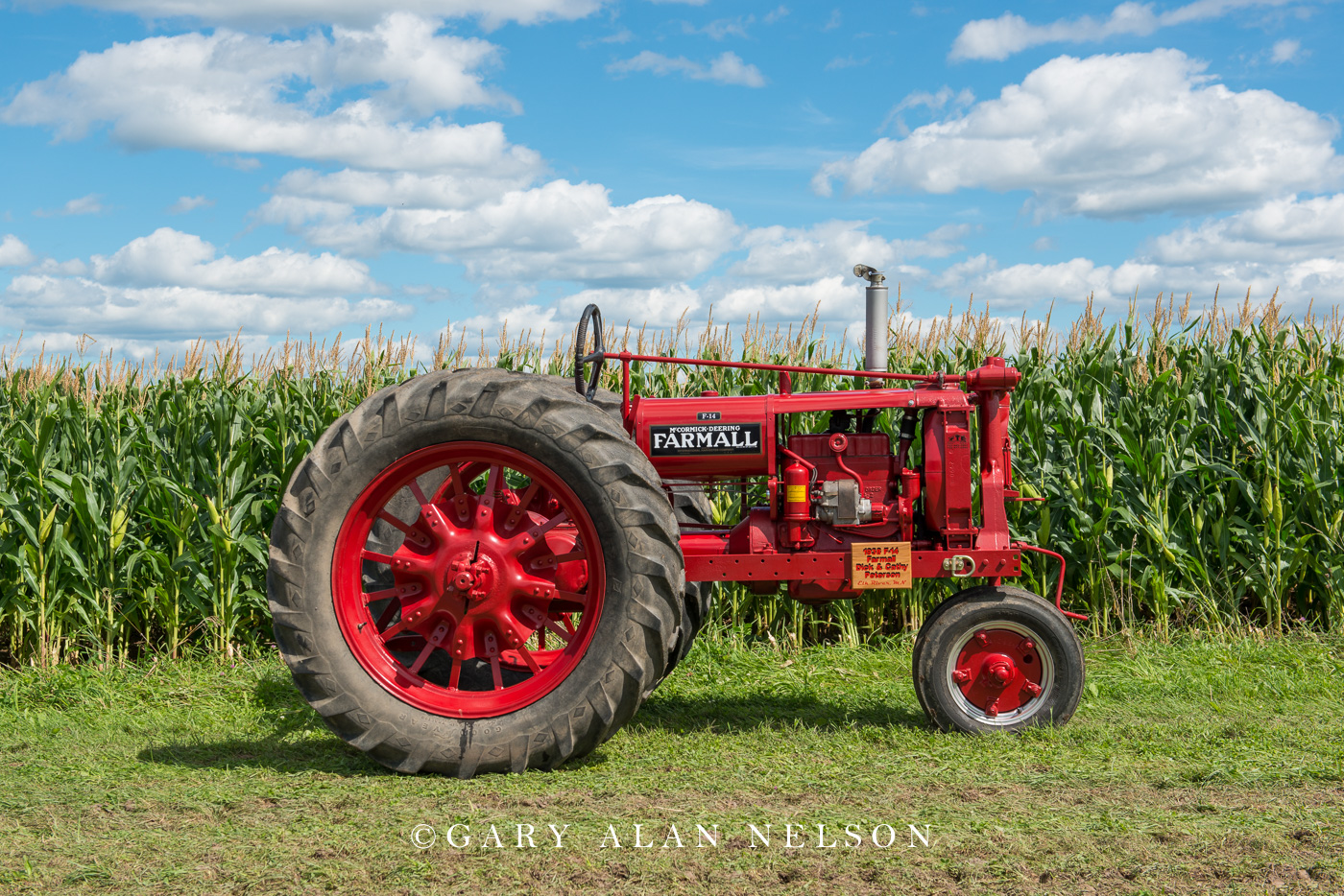 Faramall, antique tractor, united, photo