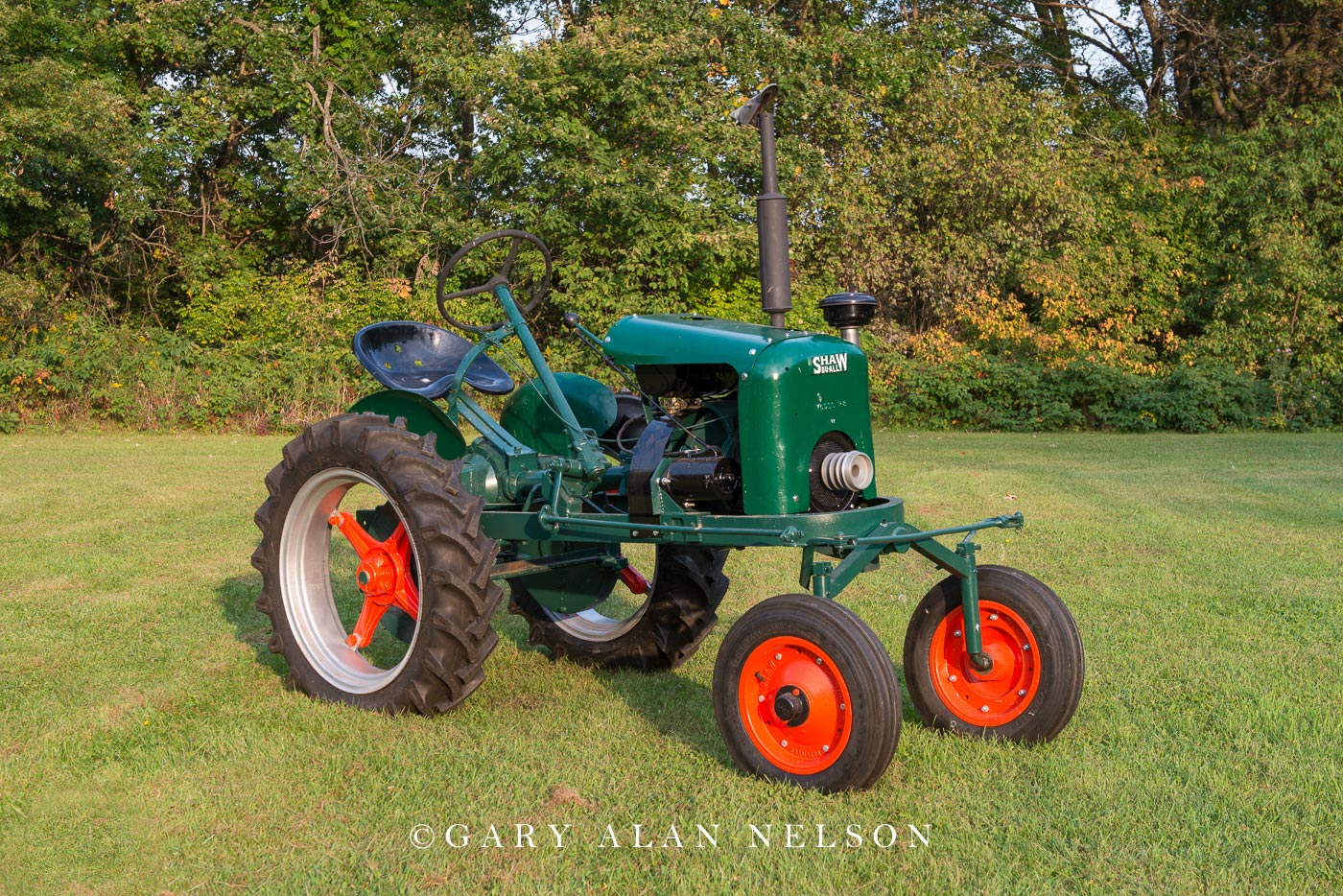 antique tractor, shaw, photo