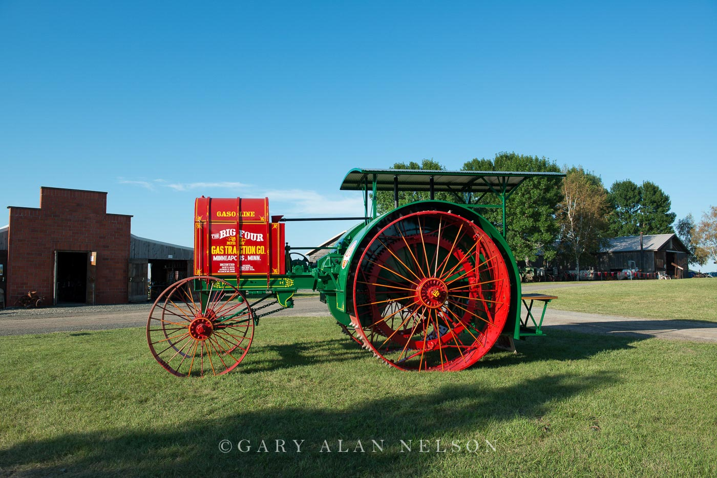 antique tractor, Gas Traction, photo