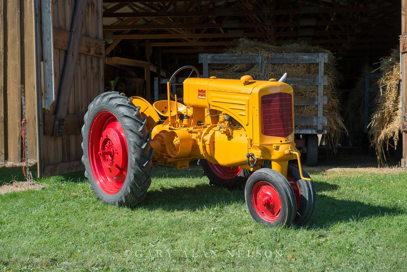 Minneapolis Moline, antique tractor, photo