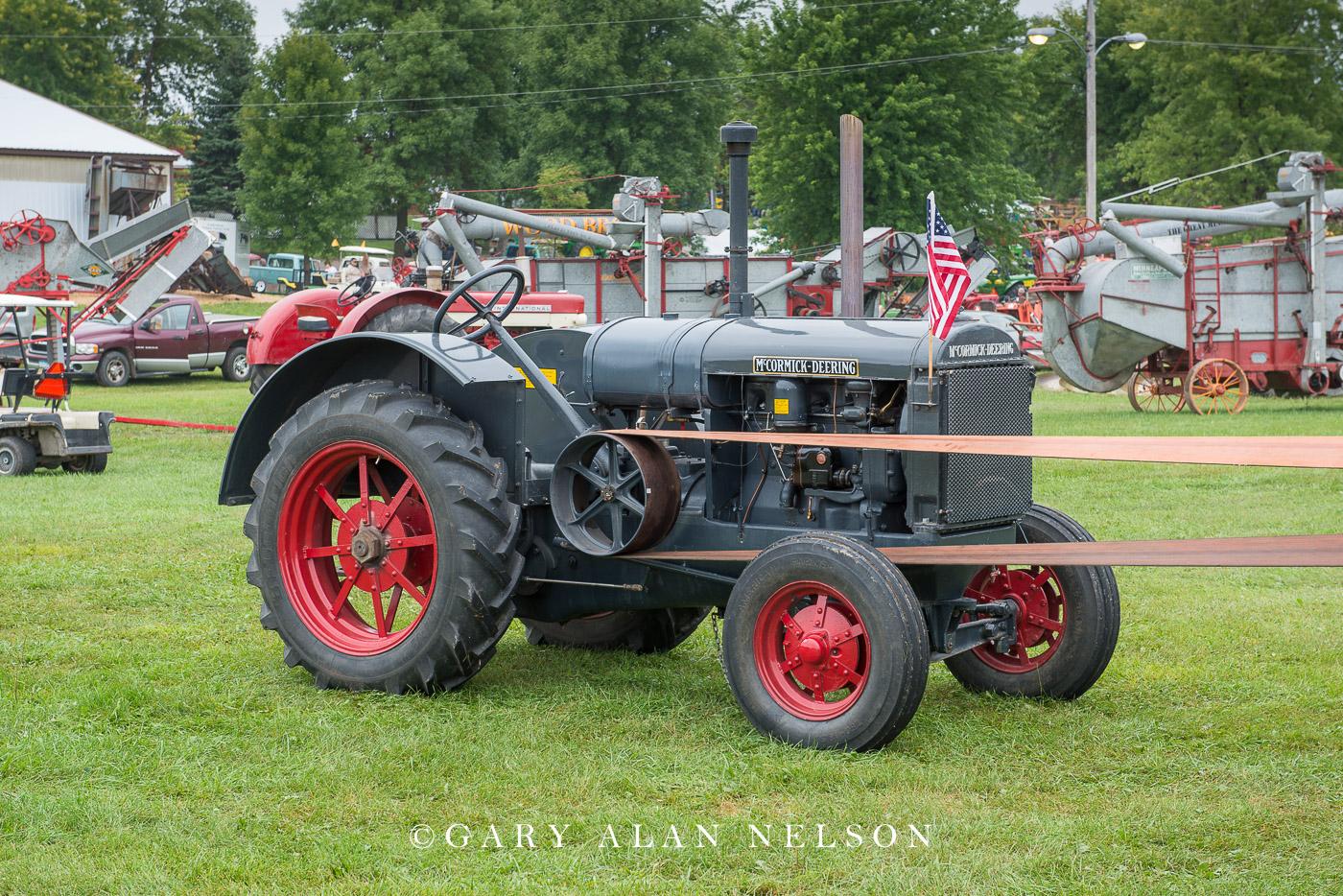 Farmall, International Harvester, antique tractor, photo