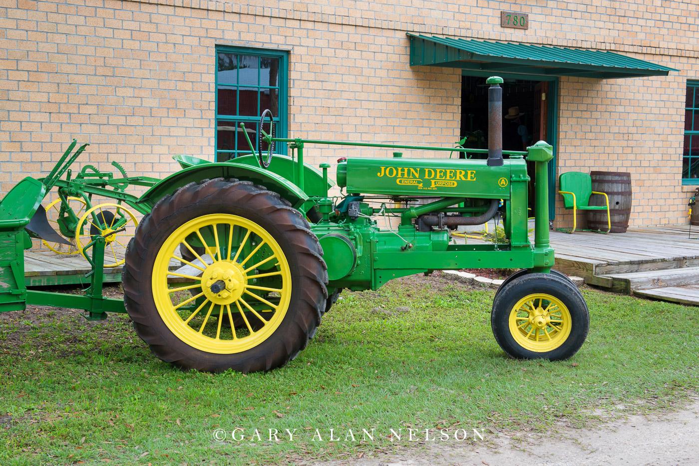 antique tractor, vintage tractor, John Deere, photo