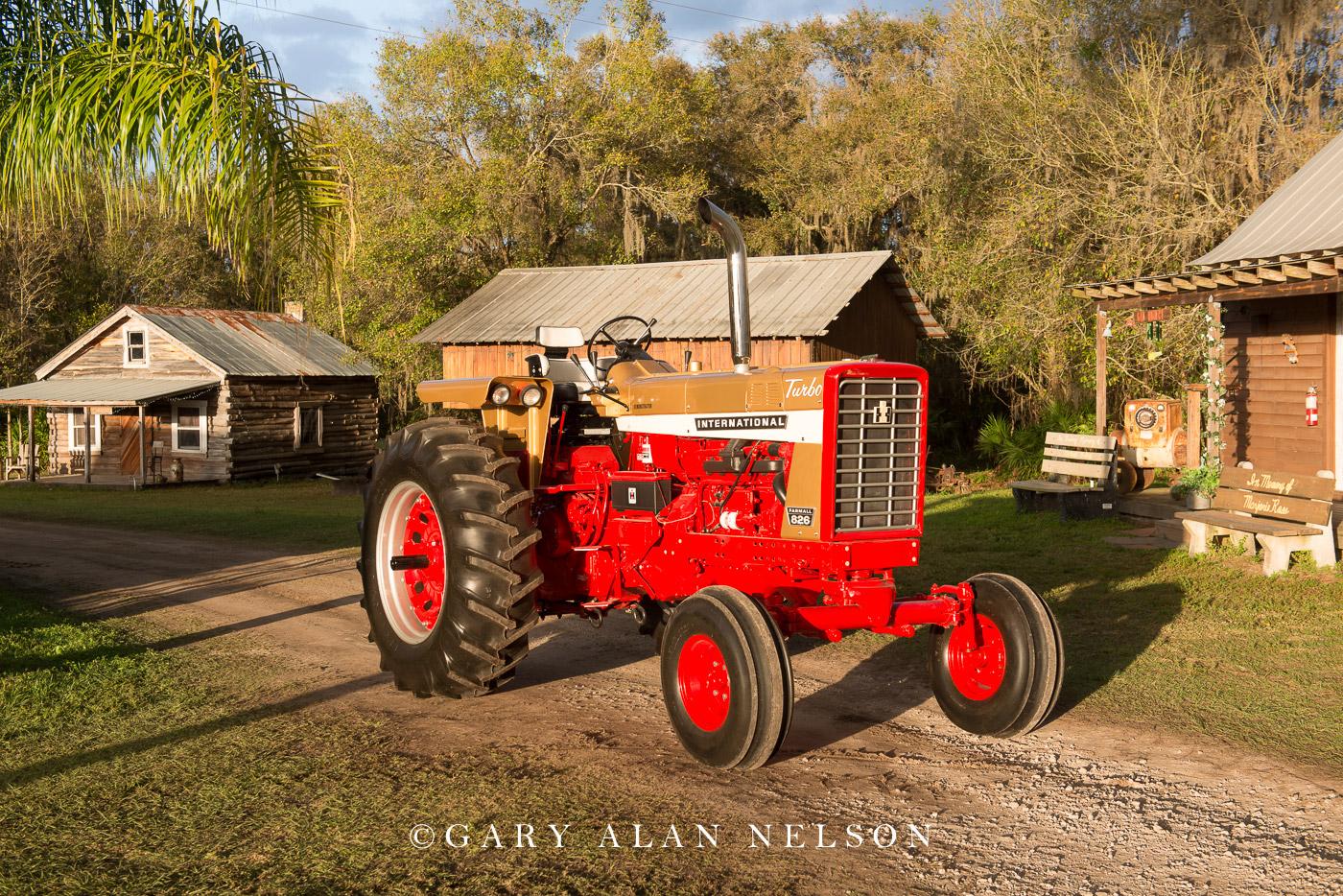 antique tractor, vintage tractor, Farmall, International, photo
