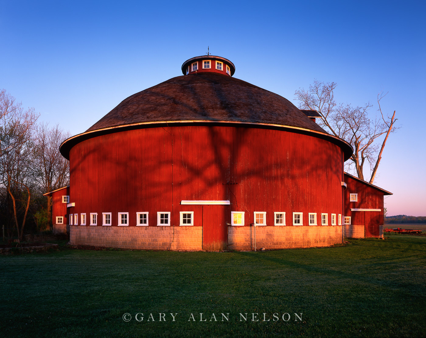 Tree shadow on round barn fulton county indiana gary for Barn house indiana