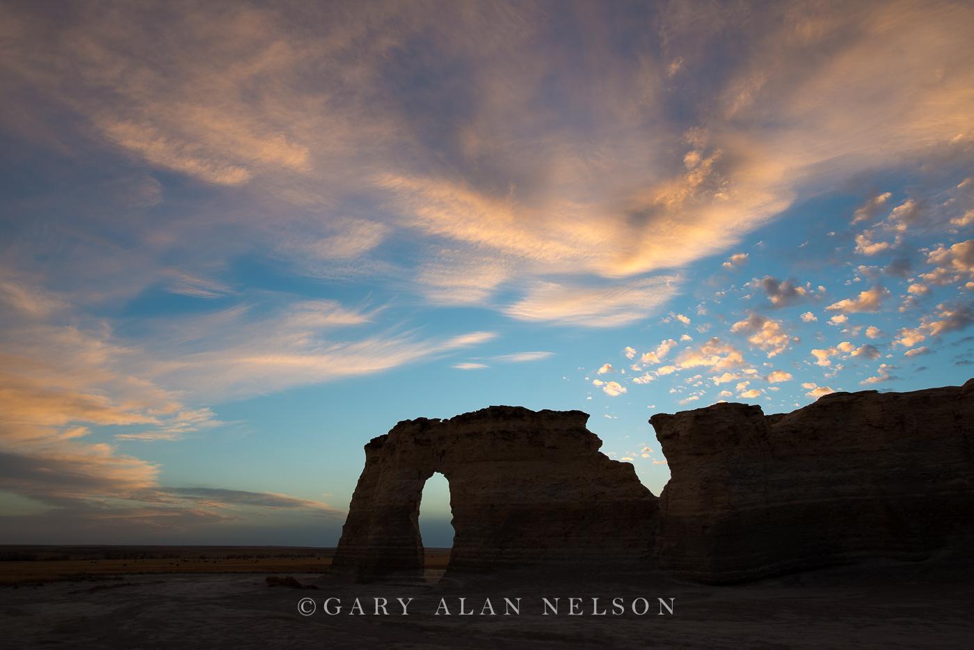 monument rocks, kansas, prairie, national monument, keyhole arch, dusk, photo