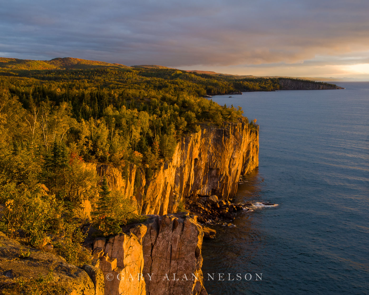 minnesota, lake superior, palisade head, tettegouche state park, photo