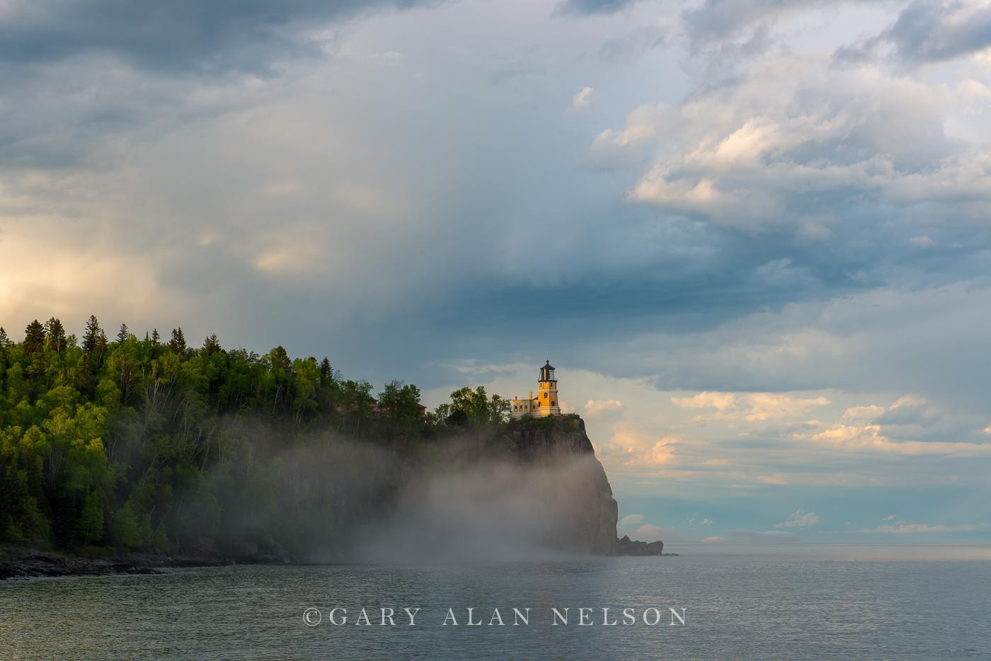 minnesota, lake superior, lighthouse, split rock, rainbow, clouds, fog, photo