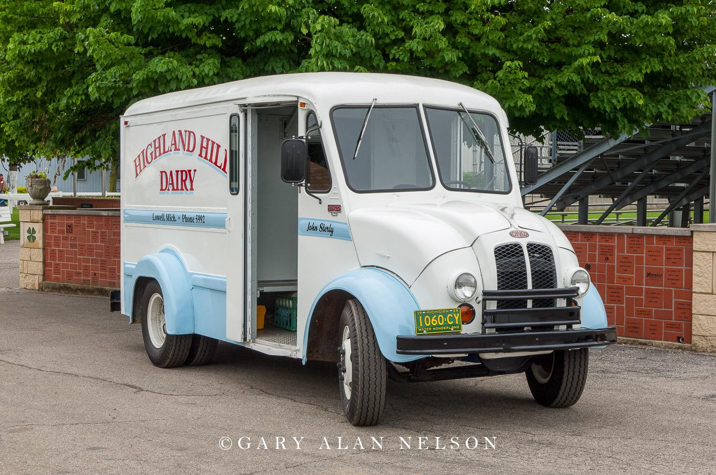 VT-11-555-DI 1959 Divco 200C Milk Truck