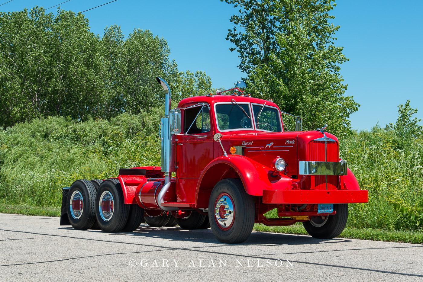 1952 Mack LF