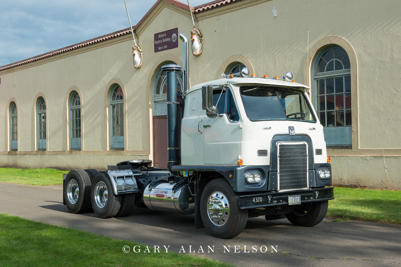 antique truck, vintage truck,international, photo