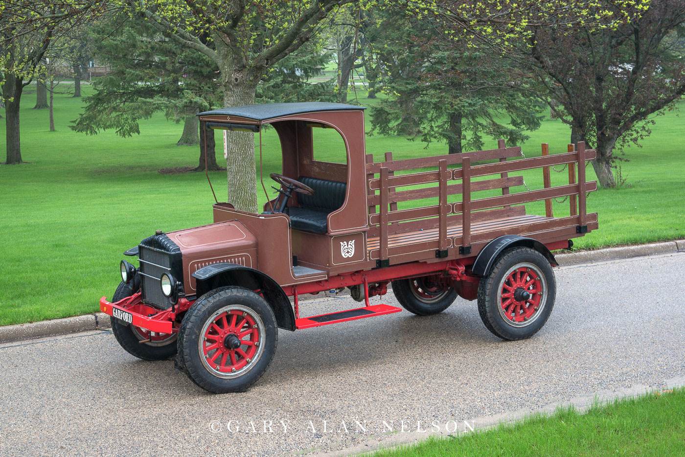antique truck, vintage truck, Garford, photo