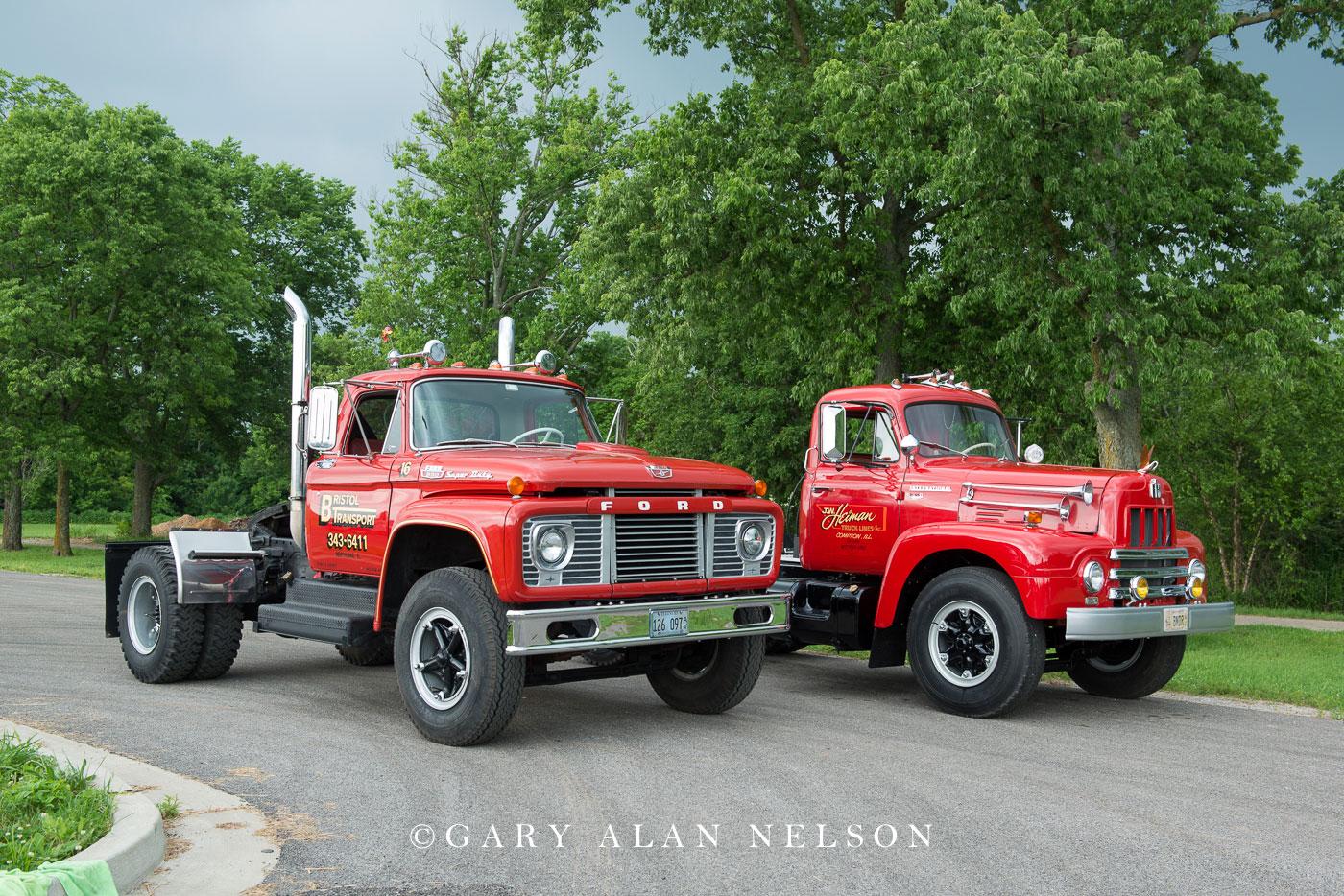 1965 FordF-850 and 1964 International R190