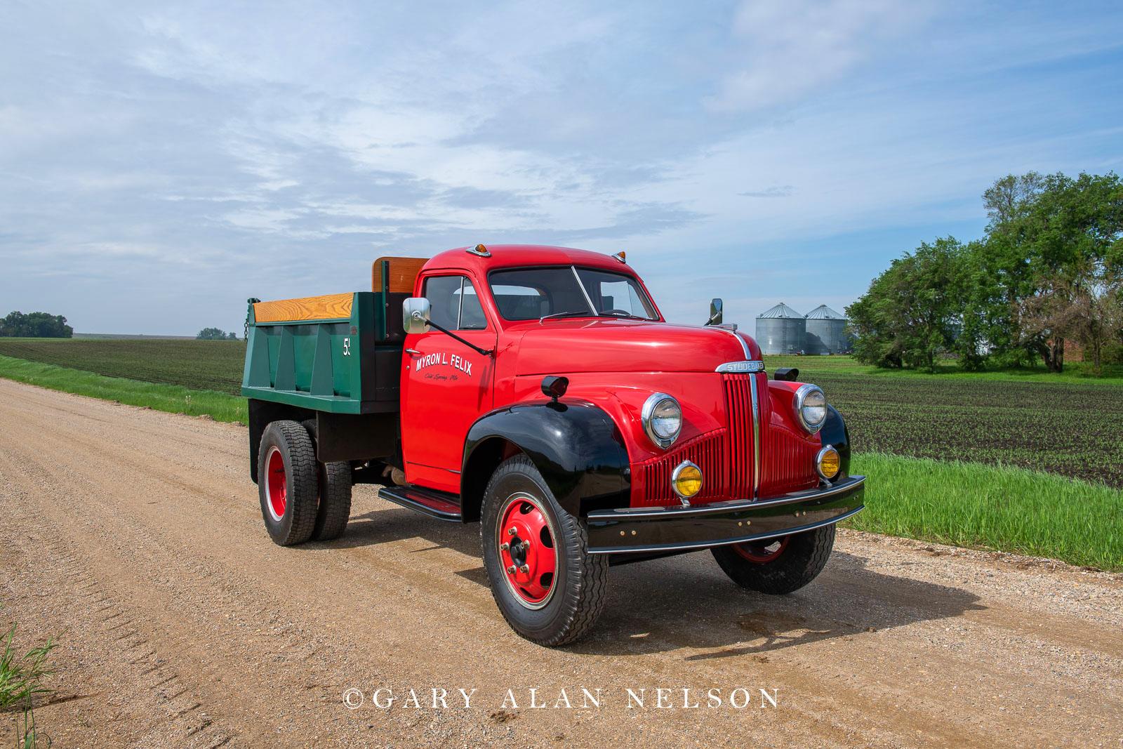 1948 Studebaker M-16 Dump Truck